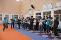 ZİHİNSEL ENGELLİLER - Jandarma Çocukları Yalnız Bırakmadı