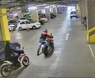 20 DAKİKA - AVM Otoparkından 40 Bin Liralık Motosikleti Çaldılar