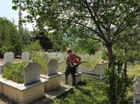 Reşadiye'de Mezarlıklar Bayrama Hazırlanıyor