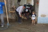 SEL FELAKETİ - Sel Altında Kalan Bölgelerde Hummalı Çalışma