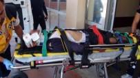 KARAKÖPRÜ - Seyir Halindeki Kamyonetten Düşen İşçi Ağır Yaralandı