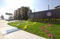 BUCA BELEDİYESİ - Tarık Akan Gençlik Merkezinin 7 Bininci Üyesine Sürpriz Hediye
