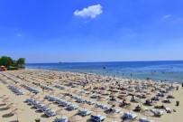 DAMPERLİ KAMYON - Temizlik Ve Cankurtaran Ekipleri 38 Plajda Hizmette
