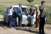VELİ AĞBABA - Toprağa Batan Minibüsün İmdadına CHP'liler Yetişti