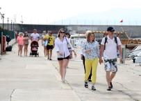 UÇAK SEFERLERİ - Bayram Tatilinin Kısa Olması İç Turizmi Etkiledi