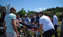 DEREKÖY - Kargo Aracı Şarampole Yuvarlandı Açıklaması 1 Yaralı