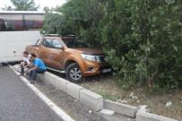 ZİNCİRLEME KAZA - Sürücüler Kazaya Bakarken 5 Araç Birbirine Girdi