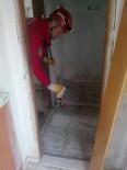 Tuvalet Deliğine Düşen Kedileri İtfaiye Ekipleri Kurtardı