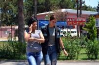 KADIN POLİS - Üzerinde 3 Kilo Esrarla Yakalanan Kadın Adliyeye Sevk Edildi