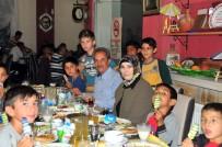 AKŞEHİR BELEDİYESİ - Akşehir Belediyesi 'Dedeler, Nineler Ve Torunları' İftarda Buluşturdu