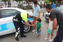 TRAFİK POLİSİ - Babalar Günü Uygulaması Yapan Polislere Bu Kez Sürücülerden Sürpriz