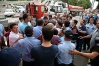 METIN ERTÜRK - Belediye Görevlileri Arasındaki Atatürk Takı Tartışması Arbedeye Döndü