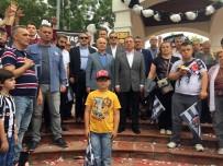 CENTİLMENLİK - Beşiktaş'ın Bayrağı Büyükçekmece'deki Şampiyonlar Anıtı'na Asıldı