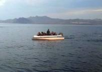 İNSAN KAÇAKÇISI - Denizde Mahsur Kalan Mültecilerin İmdadına Sahil Güvenlik Ekipleri Yetişti
