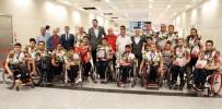 TEKERLEKLİ SANDALYE BASKETBOL - Dünya İkincisi Olan Engelli Basketbolcular İstanbul'a Döndü
