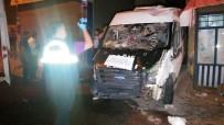 YOLCU MİNİBÜSÜ - Minibüs insanların arasına daldı: 3 ölü, 5 yaralı