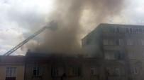 SEFAKÖY - Sefaköy'de İki Evin Çatısı Alev Alev Yandı