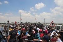 Suriyelilerin Vatanlarına Gitmek İçin Yoğunluğu Sürüyor