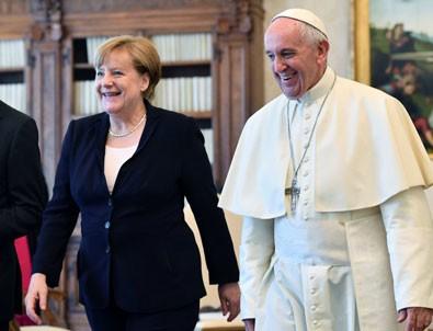 Vatikan'ın yeni gözdesi Angela Merkel