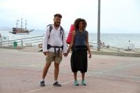 ARNAVUTLUK - Dünyayı Bisikletle Dolaşan Alman Çift Yürüyerek İran'a Gitmek İçin Yola Çıktı
