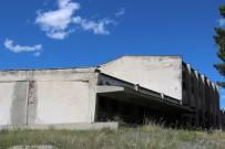 FABRIKA - Eski Süt Fabrikası Hizmet Binası Yıkılarak Harabeye Döndü