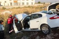 AHMET KAYA - İki Otomobil Çarpıştı Açıklaması 4 Yaralı