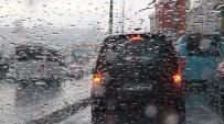 YAĞIŞ UYARISI - İstanbul'da Yağışlı Ve Serin Hava Etkili Oluyor
