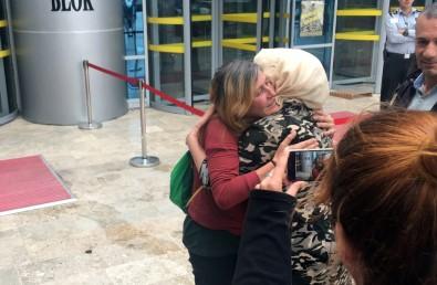 'Kırmızı Fularlı Kız'ın anne ve babası serbest bırakıldı