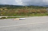 HÜSEYIN YıLMAZ - Kontrolden Çıkan Traktör Şarampole Yuvarlandı Açıklaması 1 Ölü