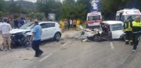 BALCı - Milas'ta 3 Otomobil Birbirine Girdi; 4 Yaralı