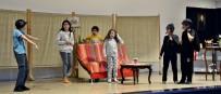 İBRAHİM KARAMAN - Mustafakemalpaşa'da Sahne Çocukların