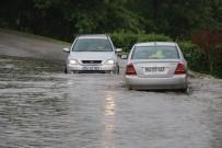 SAĞANAK YAĞIŞ - Sakarya'da Yağmur Hayatı Olumsuz Etkiledi