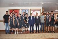 NAZİLLİ BELEDİYESPOR - Şampiyonlar Kupalarını Başkan Alıcık'a Teslim Ettiler