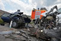 OSMAN İLHAN - Sivas'ta Trafik Kazası Açıklaması 1 Ölü, 1 Yaralı