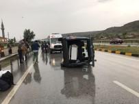 Tosya'da Kamyonet Devrildi Açıklaması 1 Yaralı
