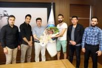 MUSTAFA DOĞAN - Uluslararası Öğrenciler Rektör Karacoşkun'u Ziyaret Etti
