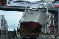 GEZİ TEKNESİ - Vinçle Taşınan Tekne Üst Geçide Çarptı