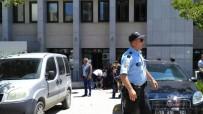 SİLAHLI KAVGA - Adliye Önünde Silahlı Kavga Açıklaması 1 Ölü, 2 Yaralı