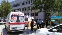 SİLAHLI KAVGA - Denizli Adliyesi Önünde Silahlı Kavga Açıklaması 1 Ölü, 2 Yaralı