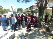 KUŞADASI BELEDİYESİ - Kuşadası'nda Mahallelerdeki Yol Yapım Çalışmaları Devam Ediyor