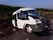 YOLCU MİNİBÜSÜ - Otomobil İle Minibüs Çarpıştı Açıklaması 1 Ölü, 8 Yaralı