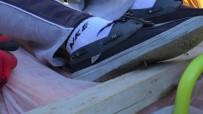 KALAFAT - İnşaata Kaçan Topunu Almak İsteyen Çocuğu Ayağına Çivi Saplandı