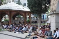 SADAKA - Tokat'ta Cuma Namazında Şehitler İçin Dua Edildi