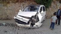 AKREP - Beytüşşebap'ta Zırhlı Araç İle Otomobil Çarpıştı Açıklaması 3 Yaralı