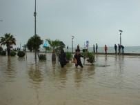 SAĞANAK YAĞIŞ - Çatalzeytin'i Sel Bastı, Evler Su Altında Kaldı