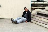 ÖZEL GÜVENLİK - Kendinden Geçip Yere Yığıldı, Ambulans Ve Polisi Görünce Böyle Kaçtı