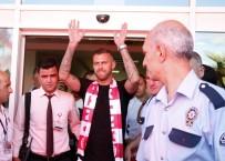 İMZA TÖRENİ - Menez'e Antalya'da Coşkulu Karşılama