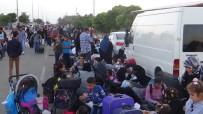 Binlerce Suriyeli Ülkelerine Gitmek İçin Geceden Kuyruğa Girdi