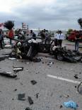 Yolcu Otobüsüyle Çarpışan Otomobil Paramparça Oldu Açıklaması 1 Ölü