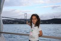 BOĞAZ KÖPRÜSÜ - Yüksekovalı Yağmur Boğaz Köprüsünün Gece Manzarasını İzledi